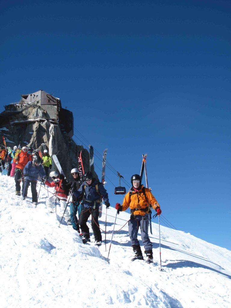 descente encordé avant de chausser les skis pour faire la vallée blanche